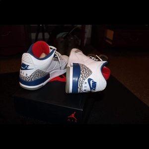 Jordan true blue 3's size 9